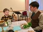 12 A legifjabb és a családfő  hagyományhű beszélgetése